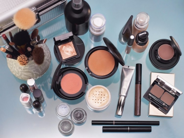 2 things to avoid in your makeup if you have acne-prone skin
